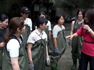 台湾でチョウザメ捕獲!千戸農場で美味しいチョウザメ料理作りも体験